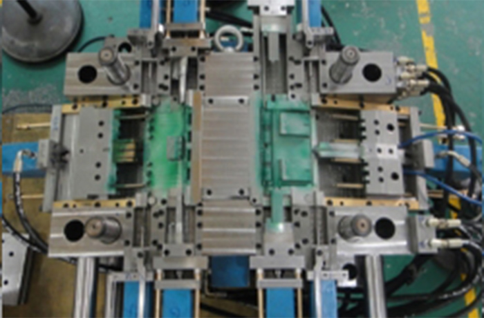 Plastic injection mold 001