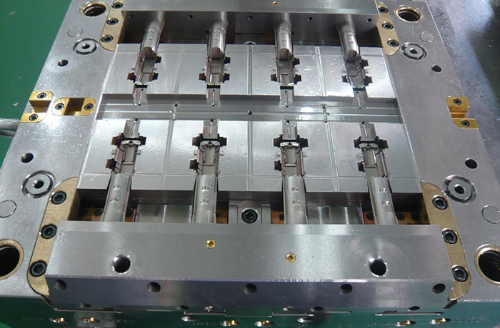 Plastic injection mold 005
