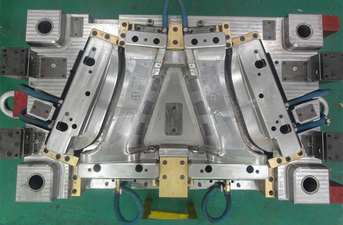 Plastic injection mold 006